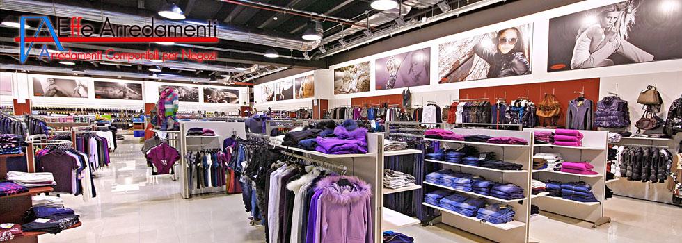 Arredamento negozio di abbigliamento uomo donna bambino a for Emmelunga arredamenti roma