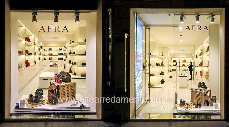 Arredo negozio di calzature e borse di lusso a Roma Centro