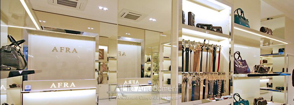 Arredo negozio di calzature e borse di lusso a roma centro for Arredamento lussuoso