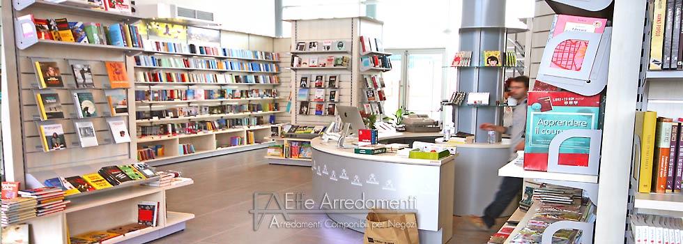 Negozio animali firenze arredamento negozio libri firenze for Negozi arredamento firenze