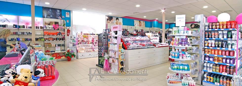 Arredamento negozio profumi detersivi acqua sapone perugia for Catena negozi arredamento casa