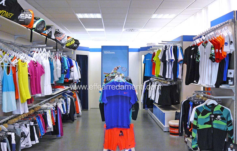 Arredamento negozio tennis vicenza for Arredamenti vicenza