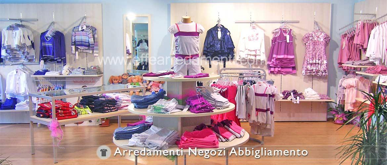 Arredamento negozi abbigliamento effe arredamenti for Negozio di metallo con appartamento