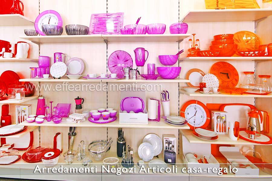 Arredamento negozi articoli da regalo effe arredamenti for Arredamenti in regalo