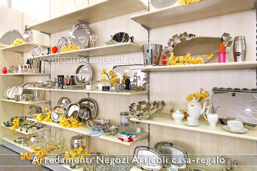 Arredamento negozi articoli da regalo effe arredamenti for Negozi per mobili