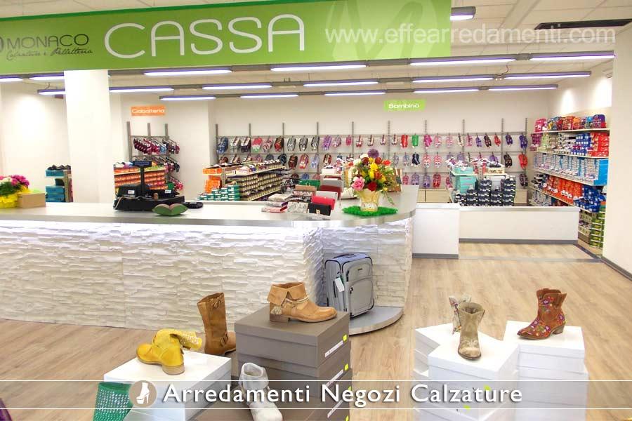 Arredamento negozi calzature effe arredamenti for Arredamento outlet