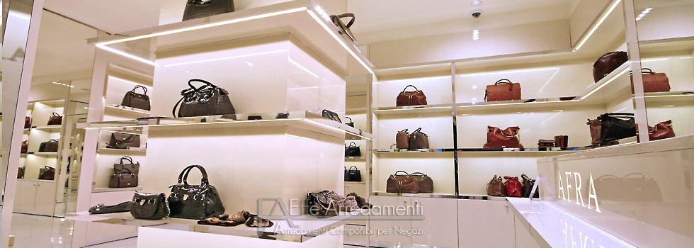 Arredamento negozio roma calzature e borse effe arredamenti for Arredamento negozi roma
