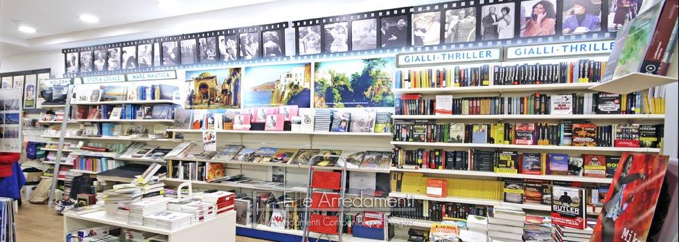 Arredamento negozio a Sorrento: libreria