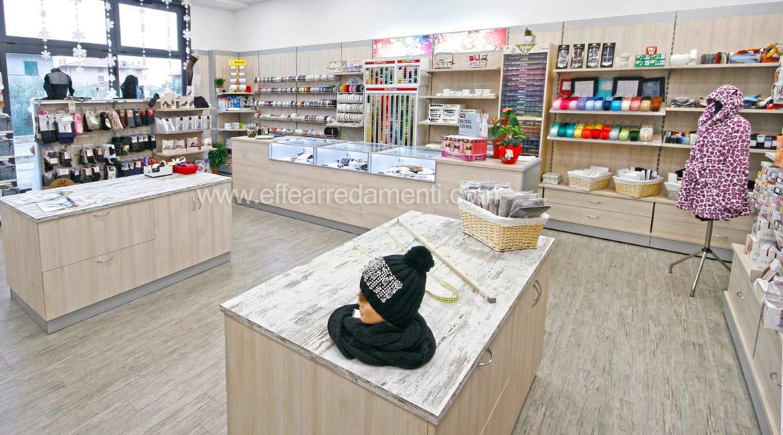 Arredamento negozio a tuoro merceria effe arredamenti for Negozi arredamento perugia