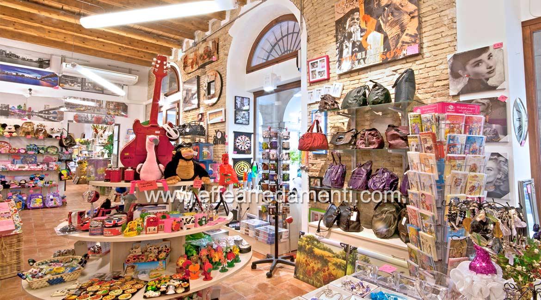 Arredamenti per negozi a senigallia casalinghi e idee for Arredamenti per negozi di gastronomia