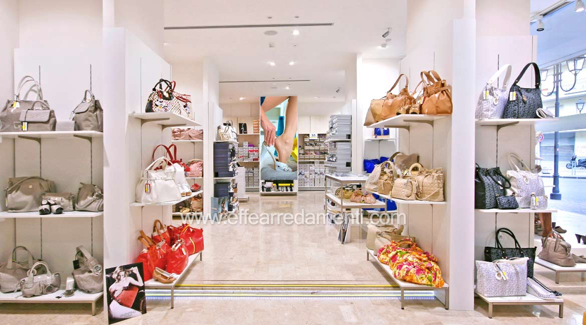 Shop decoration in Battipaglia: Footwear and Bags