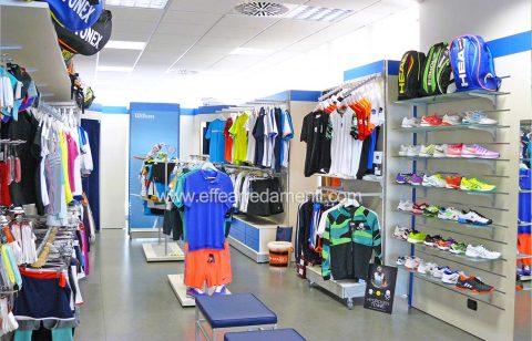 030-arredo-negozio-tennis-esposizione-abbigliamento-calzature