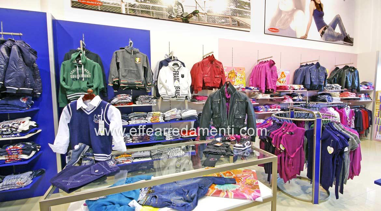 Arredo Parete Attrezzata Grande Negozio reparto Abbigliamento Giovane Bracciano Roma