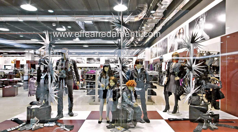 Vitrine Magasin de meubles Super Store Bracciano Roma