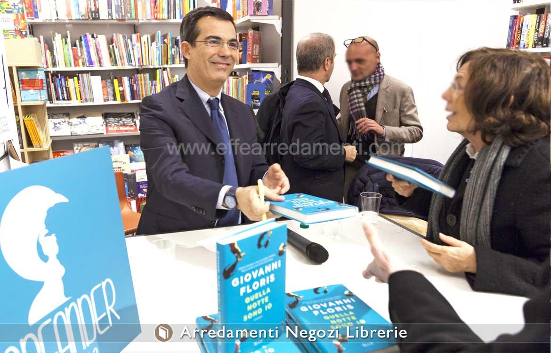 Allestimento libreria inaugurazione Giovanni Floris Roma