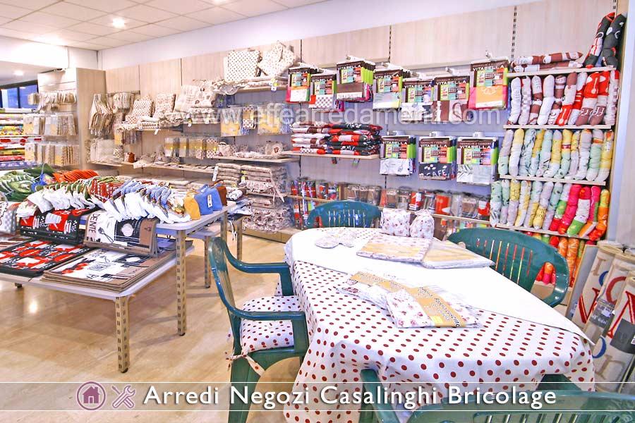 Arredamenti per negozi di prodotti per la casa casalinghi for Negozi per la casa