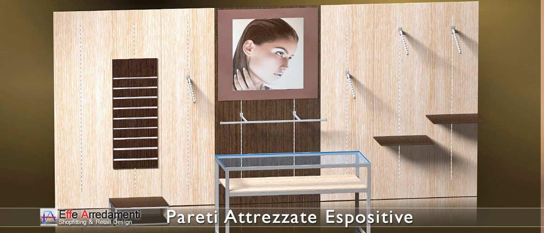 Murs équipés et rayonnages en bois élégants et fonctionnels, parfaits aussi pour les magasins de vêtements