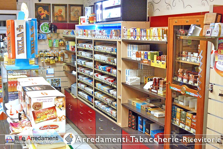 Display Cabinets Cigarettes and loose tobacco with maps