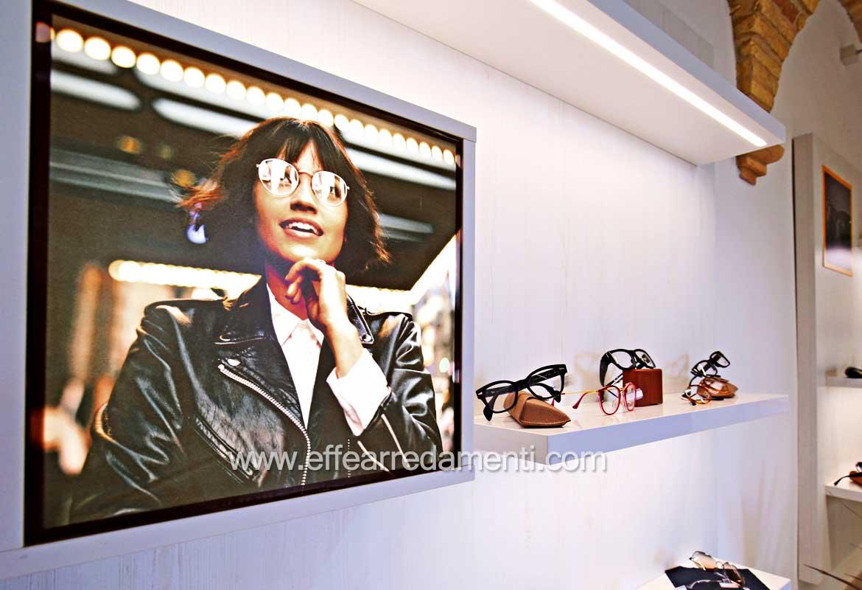 Arredamenti per ottica Mensole legno illuminate led esposizione occhiali da vista