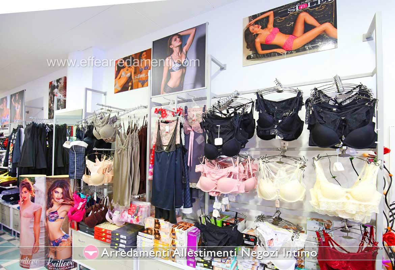 Parete attrezzata negozio esposizione intimo donna