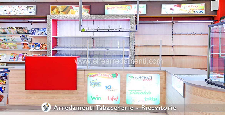 Réception de tabac avec des modules de bureau éclairés et des dosserets en verre
