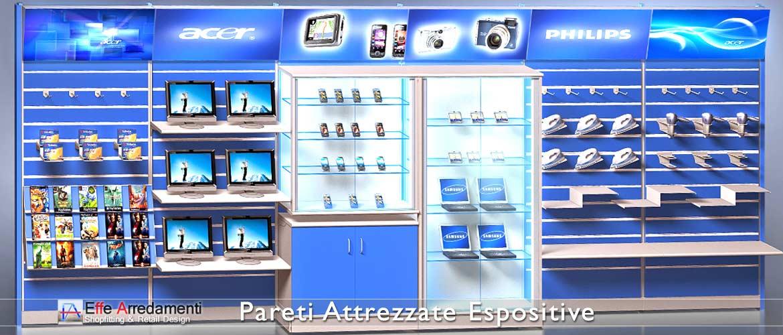 Meuble composé de rayonnages muraux: modulaires et accessoirisés, idéal pour les magasins d'informatique et d'informatique