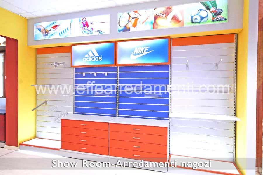 Salle d'exposition de meubles