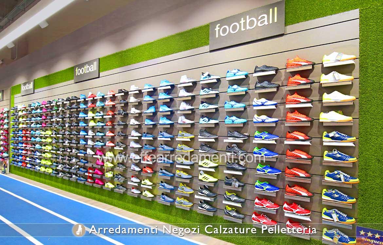 Arredamenti grande negozio calzature sportive