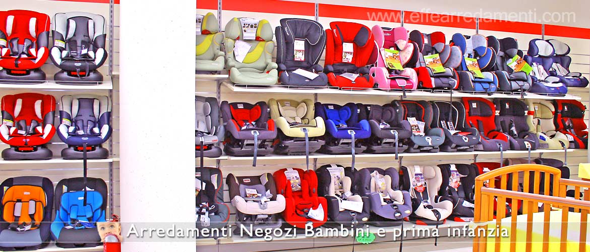 Display ovetti and car seats for children.