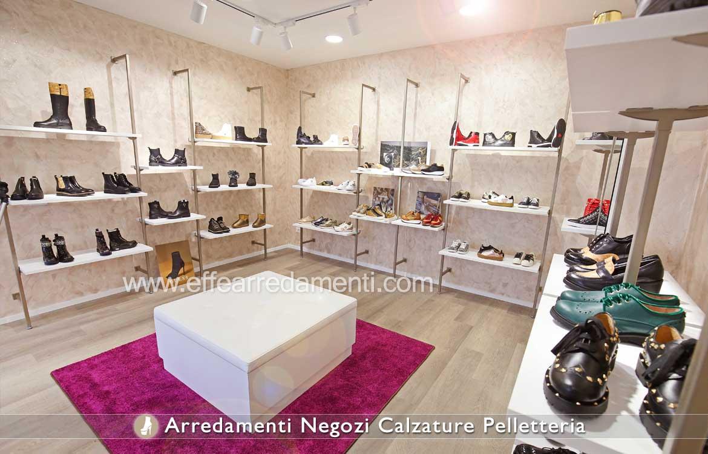 Allestimento Arredo per Negozio, zona grande firme e scarpe Ciabatte e Sandali