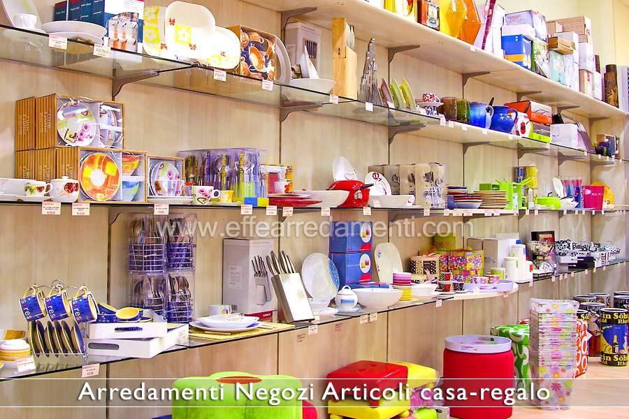 Arredamenti per negozi articoli da regalo effe arredamenti - Migliore esposizione casa ...