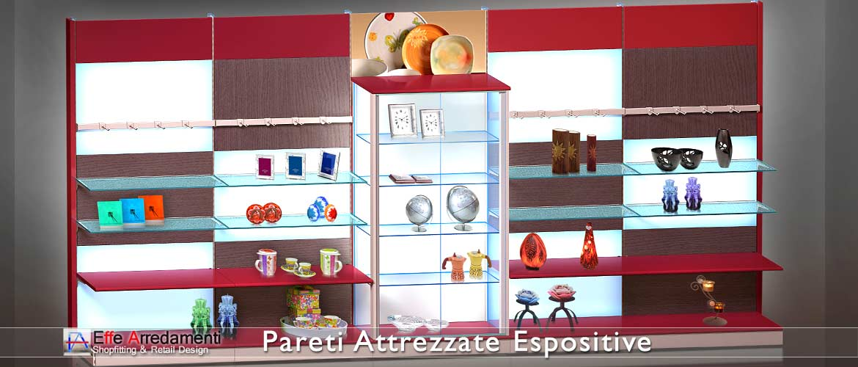 Murs équipés et rayonnages en bois modulaires parfaits pour les boutiques et les cadeaux