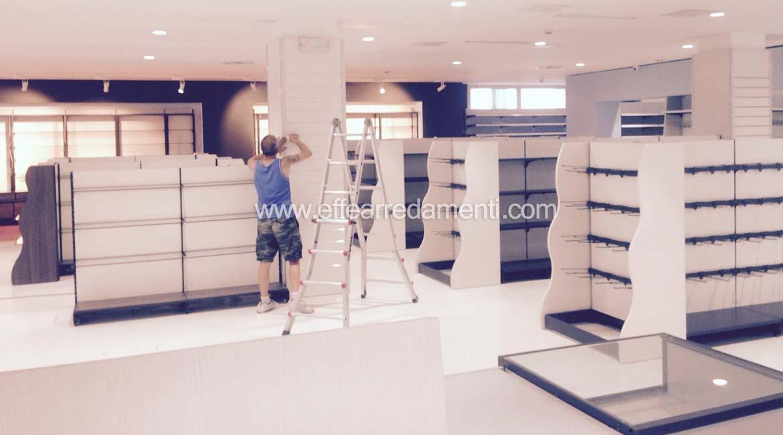 Allestimento montaggio-negozio in corso d'opera a Verona