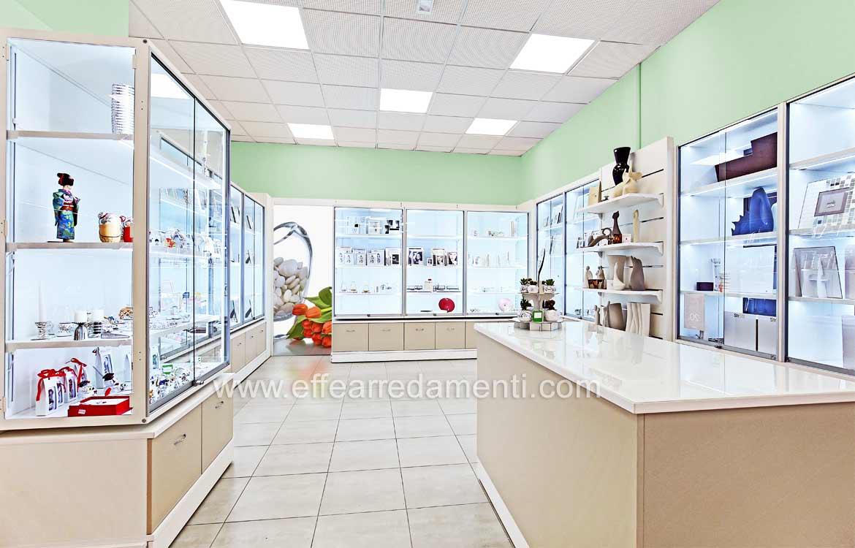 Arredamenti componibili per negozi