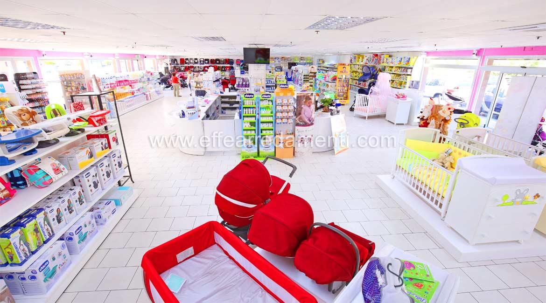 Arredamento grande Negozio di Vendita al dettaglio di prodotti per bambini.