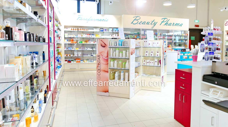 Arredamenti per Parafarmacia realizzata presso centro commerciale a Farrara.