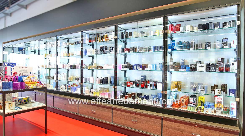 Modulare Vitrinen für die Parfümerieabteilung, Verona Shop.