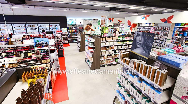 Arredamenti per negozi a verona profumeria cosmetica for Negozi mobili verona