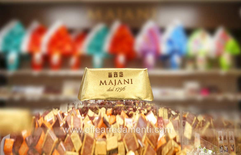 Arredamenti per negozio majani il cioccolato italiano dal for Arredamento bologna