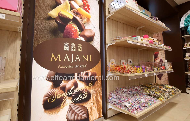Arredamento Negozio cioccolata caramelle Majani Bologna