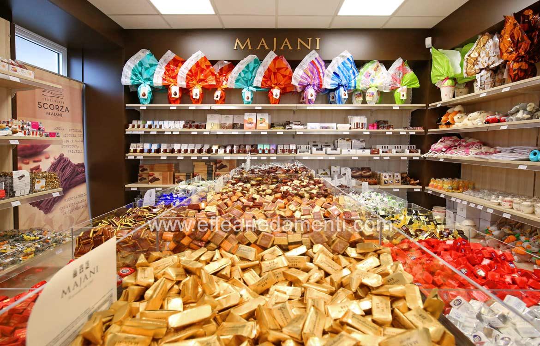 Arredamento esposizione gianduiotti, cremino fiat , uova di pasqua, Majani