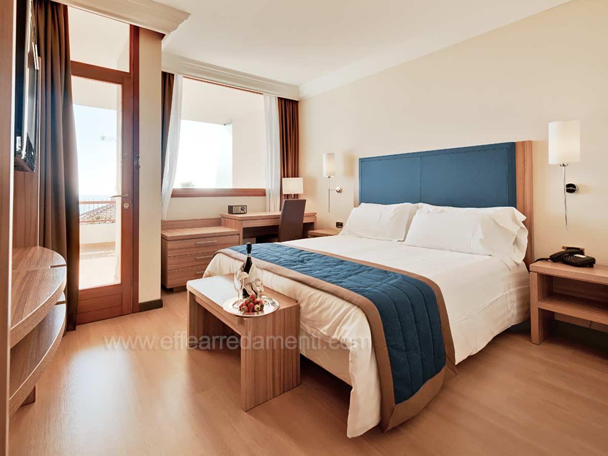 Arredamenti e allestimenti camere per hotel alberghi for Arredamento camere hotel prezzi