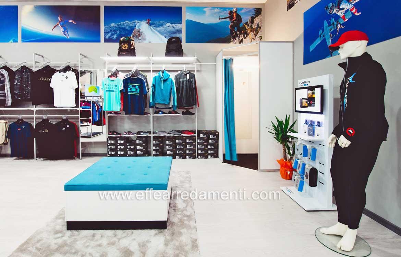 3b655c1d676 Фото n. 050 - Мебель и настенные табуреты для спортивной одежды и обуви