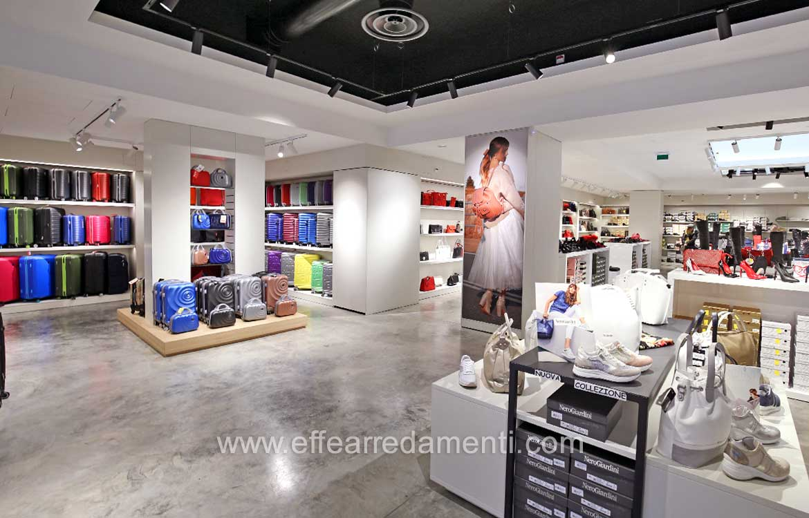 Arredamento E Casalinghi Latina.Furniture For Shop In Latina Setting Up Shop For Footwear Bags And