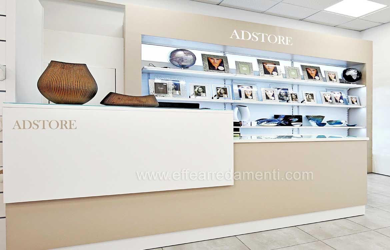 Banco negozio Roma