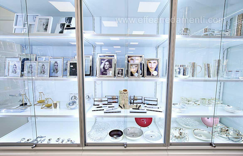 vetrine illuminate esposizione articoli casa
