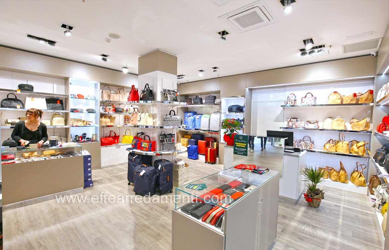 Arredamento negozio borse Terni