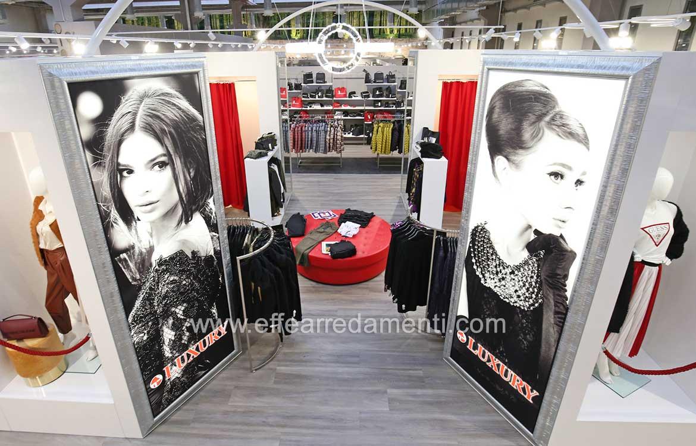 Arredo negozio area abbigliamento luxury