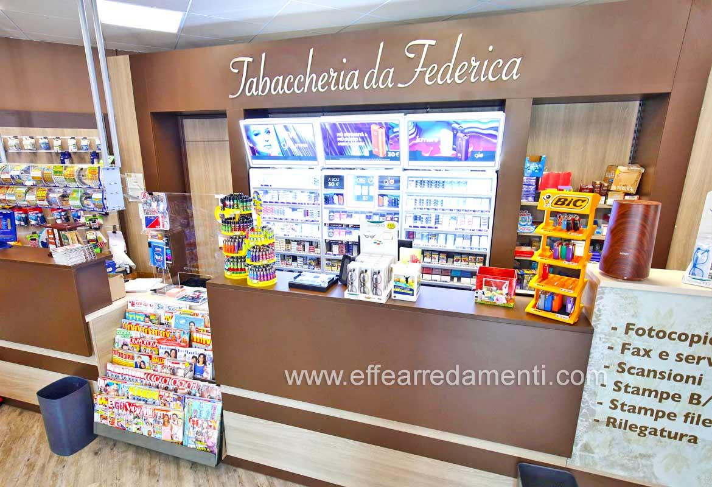 Banco Tabaccheria e retrobanco per esposizione sigarette.