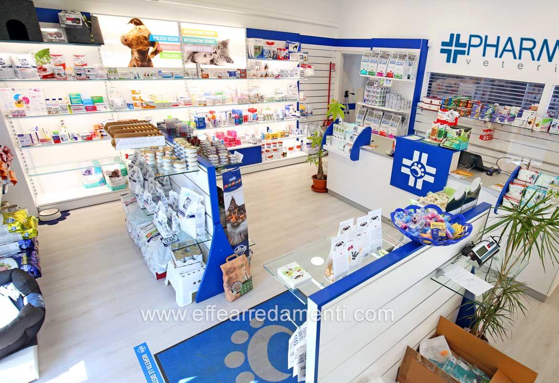 Allestimento Farmacia Veterinaria Pharmalab San Marino